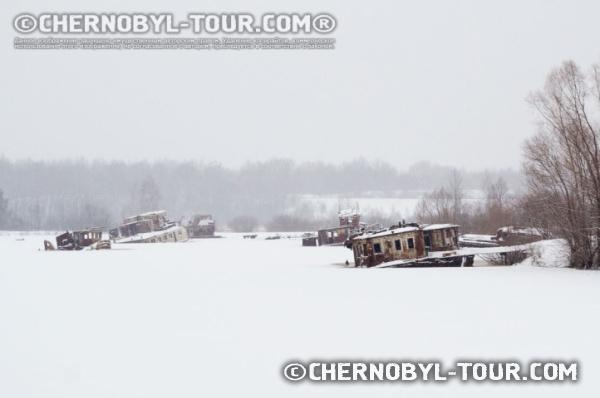 """Зимний """"Затон"""" - рембаза кораблей в Чернобыле"""